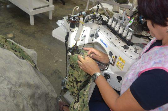 Otorgan $23.5 millones a una fábrica de uniformes militares en Lajas