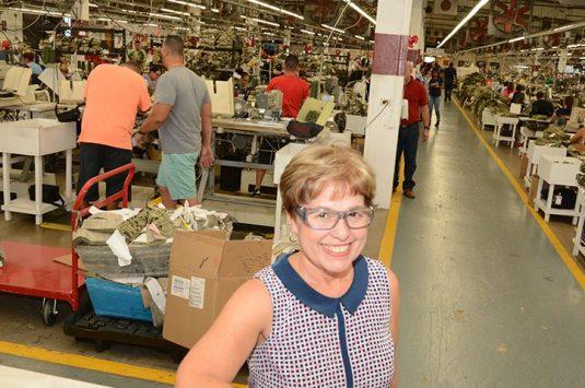 El municipio de Lajas, PR otorga certificado de reconocimiento a la presidenta de M&M Manufacturing